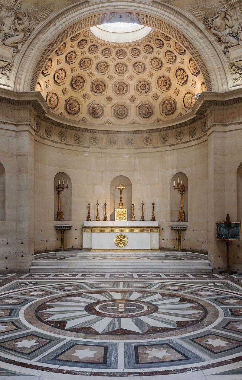 Vue intérieure de la chapelle expiatoire à Paris (France).  (définition réelle 2747×4324)