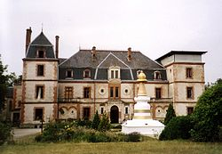 Chateau stoupa.JPG