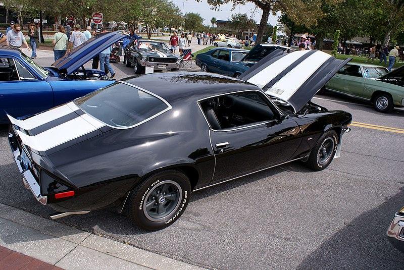 File:Chevrolet Camaro 1972 Z-28 RS RSideRear LakeMirrorClassic 17Oct09 (14414100497).jpg