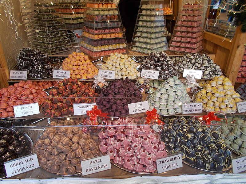 File:Christmas market in 2015 Deák Street. Sweets. - Budapest.JPG
