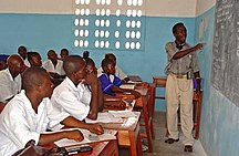 シエラレオネ-教育-Classroom at a seconday school in Pendembu Sierra Leone
