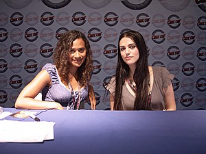 Comic Con France 2010 - Actrices Merlin TV - D...
