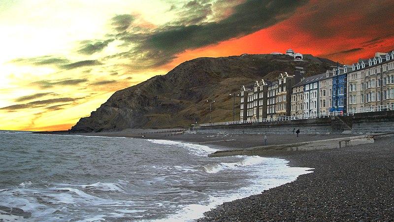 File:Constitution Hill in Aberystwyth.jpg