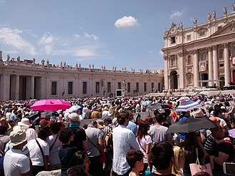 Crime in Vatican City - The crowds of tourists in St. Peter's Square are a target for pickpockets.
