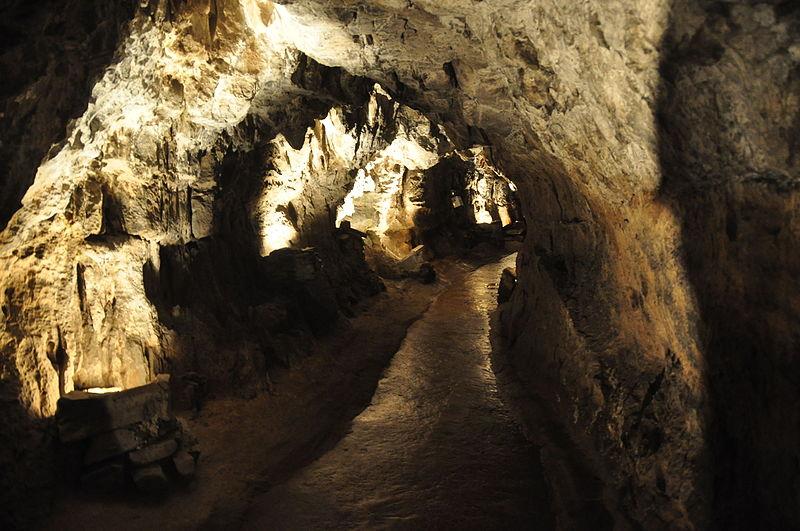 File:Dan yr Ogof caves (9023).jpg
