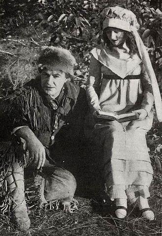 Davy Crockett (1916 film) -  Dustin Farnum and wife Winifred Kingston