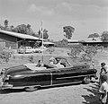 De aankomst van de koninklijke auto in Lelydorp voor een bezoek aan het Lelydorp, Bestanddeelnr 252-4696.jpg