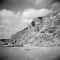De kuststrook bij Askalon met archeologische muurresten aan het strand, Bestanddeelnr 255-1466.jpg