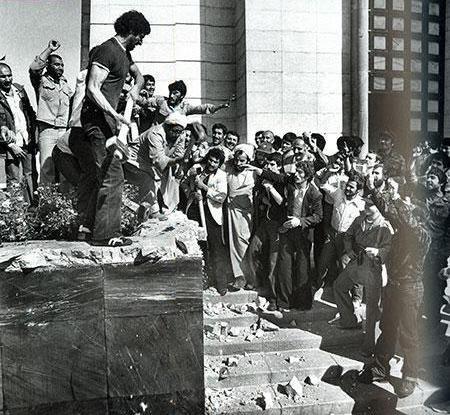 Destroying Reza Shah's mausoleum