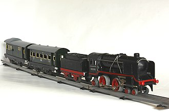 Toy train - 0 gauge toy train made by Distler operated by clockwork around 1950