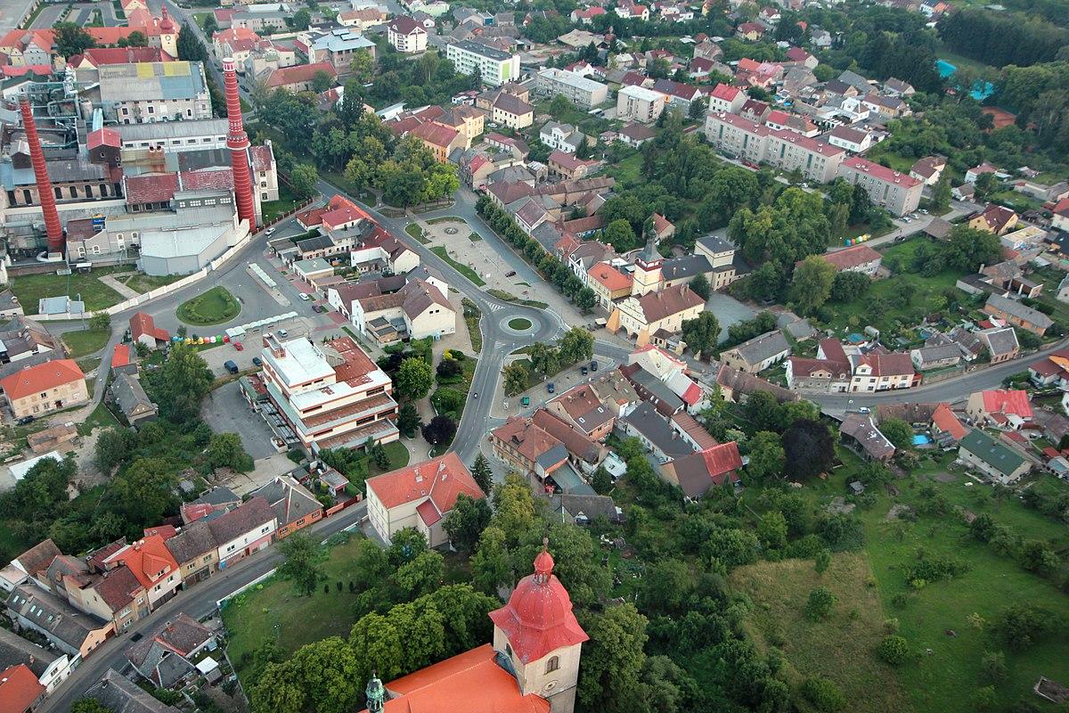 Soubor Dobrovice Main Square Jpg Wikipedie