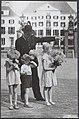 Door vele Apeldoornse kinderen werden op de verjaardag van prinses Wilhelmina bl, Bestanddeelnr 014-0772.jpg