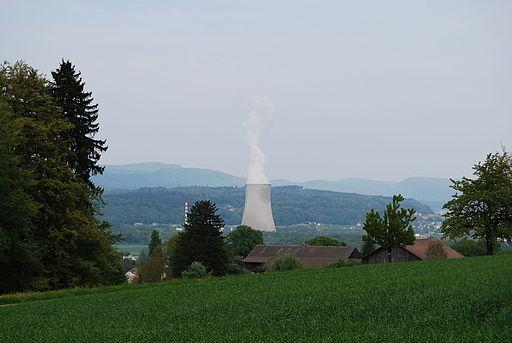 Dulliken vido al la atomcentralo Gösgen 124