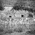 """Dve """"koči"""" v zidu med paštni njive """"Cesarice"""", Dekani 1949.jpg"""
