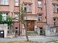 Dvojdům ve Valčíkově ulici - detail vstupu.jpg