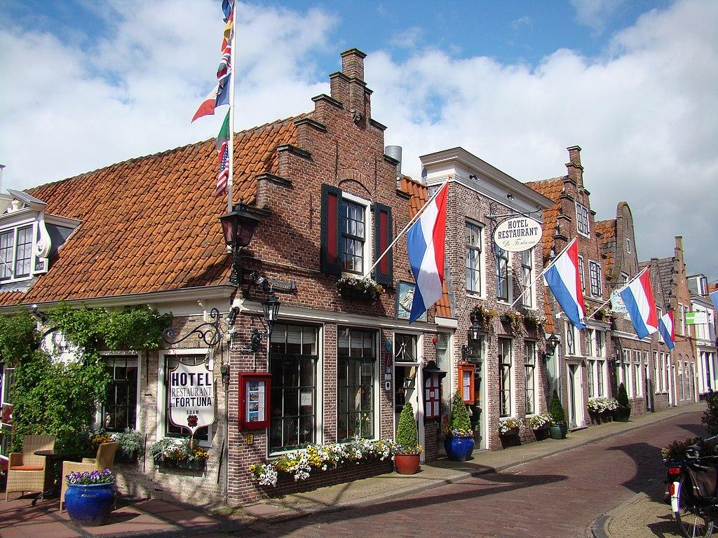 Dans le village d'Edam au nord d'Amsterdam. Photo d'Arch.