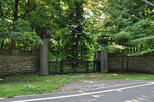 Beechwood (Vanderlip mansion) - Image: Entranceway to Beechwood