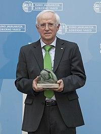 Entrega del Premio Euskadi de Investigación 2013 al historiador y jurista Gregorio Monreal 04 (cropped).jpg