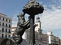 Escultura del Oso y el Madroño, Puerta del Sol, Madrid, España, Spain.jpg