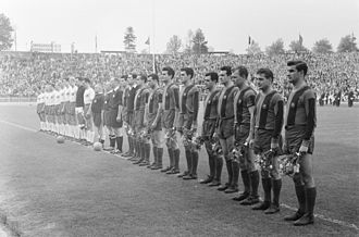 FC Barcelona - Barcelona line up against Hamburger SV before the 1960–61 European Cup semi-final