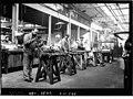 Fabrication des mitrailleuses à l'usine Darracq à Suresnes.jpg