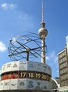 Fernsehturm Weltzeituhr Berlin.jpg