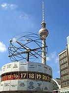 Die Weltzeituhr am Alexanderplatz und der Fernsehturm