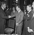 Feyenoordspelers op stadhuis ontvangen, burgemeester Thomassen en Kreijermaat, Bestanddeelnr 917-7071.jpg