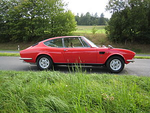 Fiat Dino - Side view of a 1971 Dino coupé 2400