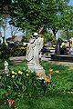 Figura nagrobna na Cmentarzu parafialnym w Czarnowąsach.JPG