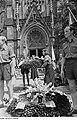 Fotothek df roe-neg 0002813 004 Kränze und Mitglieder der FDJ die Ehrenwache haltend bei der Bachfeier.jpg