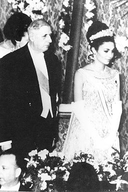 Iranian Empress Farah Pahlavi meeting with Charles de Gaulle in France, 1961 Fpdegaulle.jpg