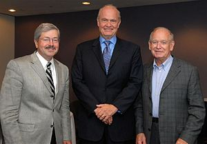 Terry Branstad - Branstad (left) with Fred Thompson and Robert D. Ray in 2007.