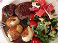 Frikadeller med kartofler, brun sovs og salat (8927180853).jpg