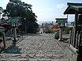 Front approach to Kunōzan Tōshō-gū 03.jpg