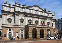 Front facade of La Scala, Milan.jpg