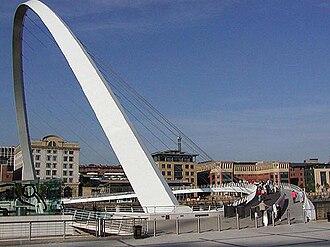 Gateshead Millennium Bridge - Image: Gateshead Millennium Bridge close