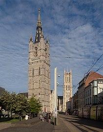 Gent, het Belfort oeg24555 met de Sint-Baafskathedraal oeg25743 op de achtergrond IMG 0465 2021-08-13 18.58.jpg