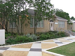 George Washington Carver Museum Austin TX.jpg
