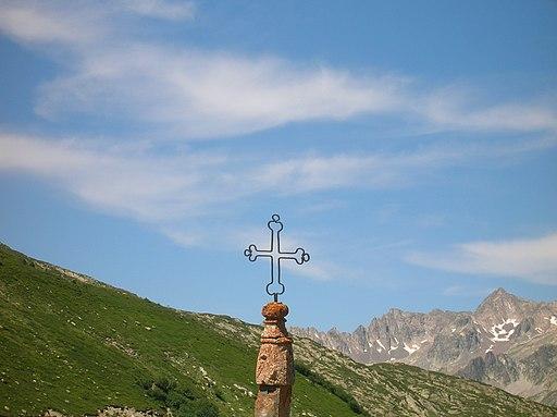 Gipfelkreuz Col de la Croix de Fer 02