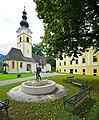 Grafenstein Krkoška-Brunnen Pfarrkirche hl. Stefan und Schloss 2011-09-08 115.jpg