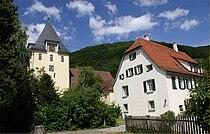 Gruibingen Kirche und Pfarrhaus.jpg