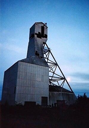 Gunnar Mine - The headframe at the Gunnar Mine