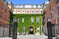 Hôtel Duret de Chevry (Paris, april 2015).jpg