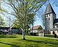 Hörste – Platz an der Kirche mit Ehrenmal - panoramio.jpg