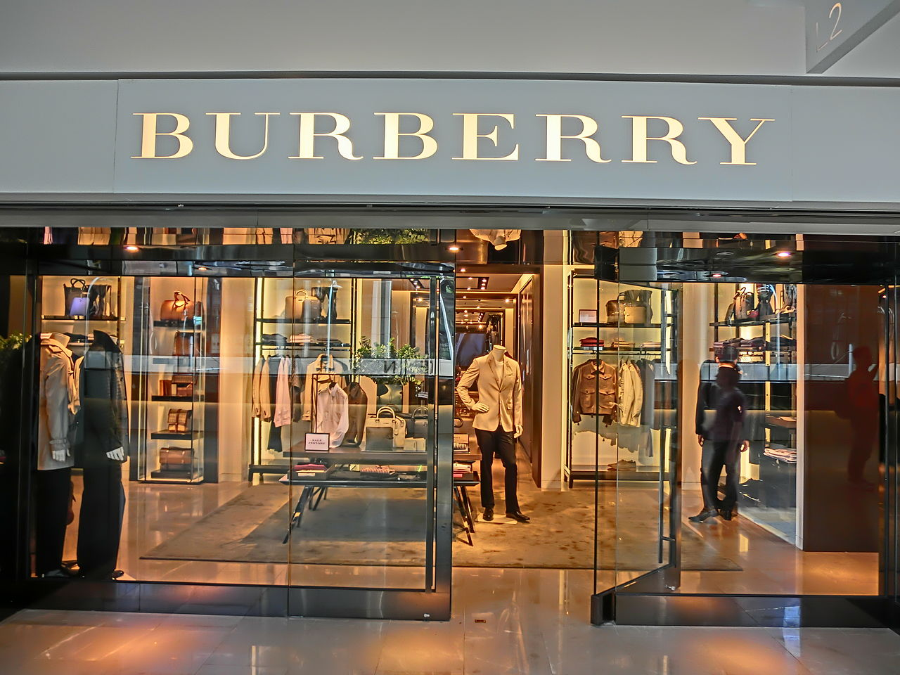 burberry store outlet xihk  File:HK Central Pacific Place shop Burberry clothing 4-June-2013JPG