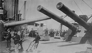 HMS Indomitable (1907) - Indomitable with 12 inch guns turned amidships