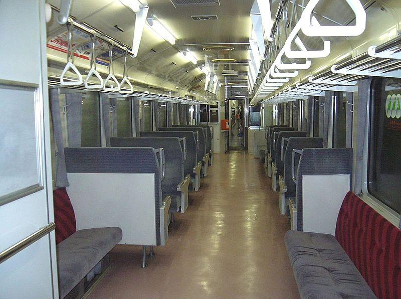 https://upload.wikimedia.org/wikipedia/commons/thumb/d/db/Hachiko_Line_KiHa_110-209_interior_200612.jpg/800px-Hachiko_Line_KiHa_110-209_interior_200612.jpg