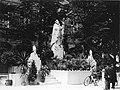 Heiligdomsvaart Maastricht (1930), Vrijthof, tijdelijke beeldengroep.jpg