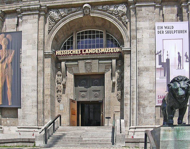 File:Hessisches Landesmuseum Eingang.jpg